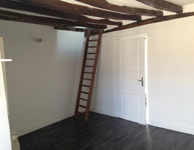 Rental apartment Saint germain en laye 863€ CC - Picture 2