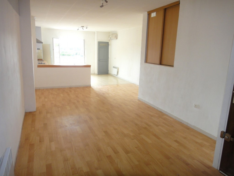 Location appartement Rians 590€ CC - Photo 2