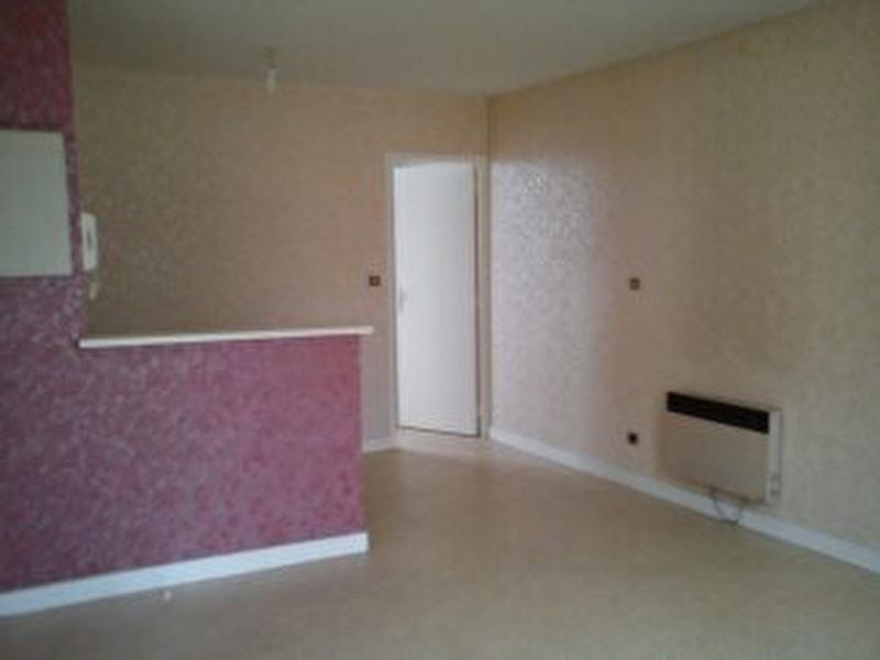 Rental apartment Laval 360€ CC - Picture 2