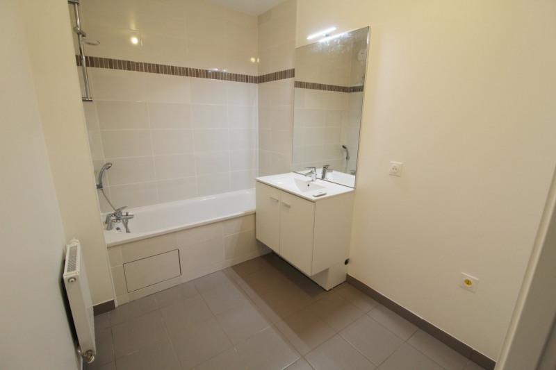 Rental apartment Maurepas 752€ CC - Picture 5