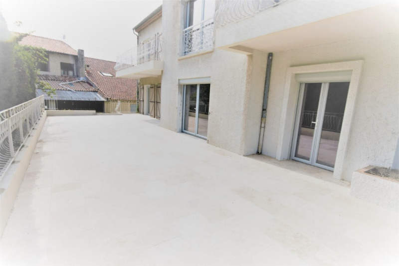 Rental apartment Meyrargues 1 330€ CC - Picture 1