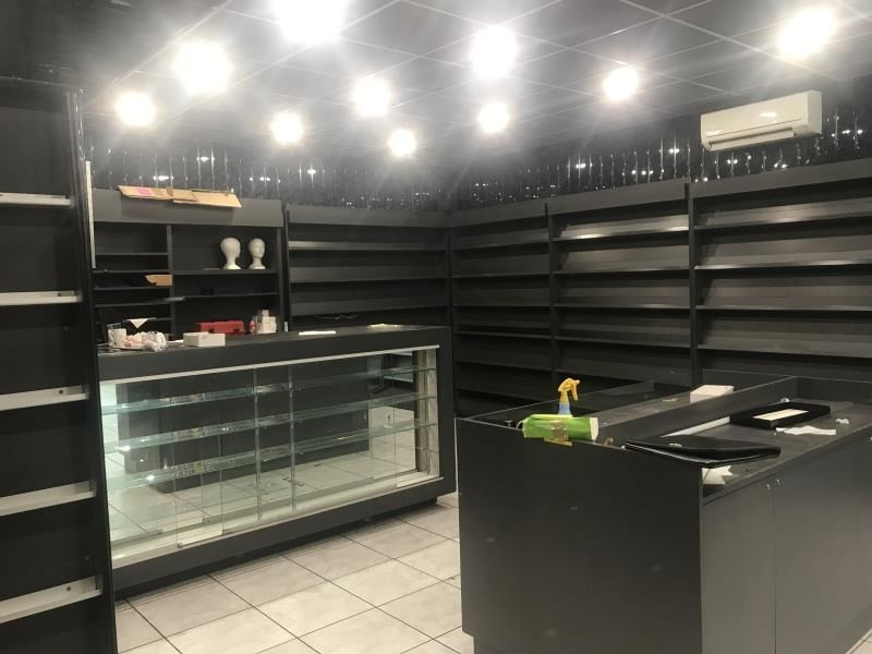 Location local commercial Nimes 1 700€ HT/HC - Photo 3