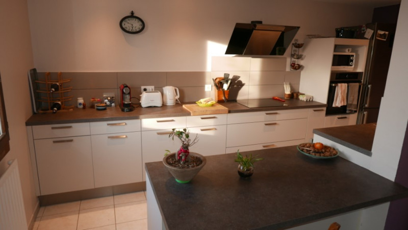 Sale apartment Annecy 375000€ - Picture 2