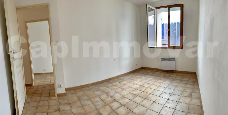 Rental apartment Le beausset 695€ CC - Picture 4