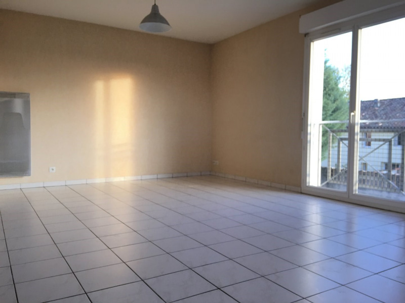 Rental apartment Saint andre de cubzac 584€ CC - Picture 1