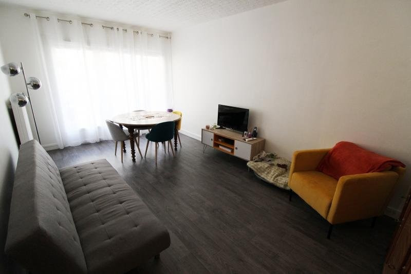 Rental apartment Maurepas 850€ CC - Picture 1