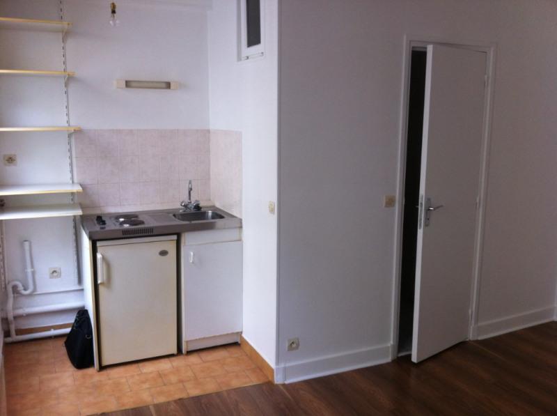 Rental apartment Paris 7ème 688€ CC - Picture 2