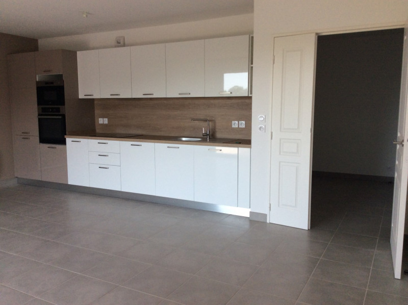 Location appartement Fréjus 1 040€ CC - Photo 1