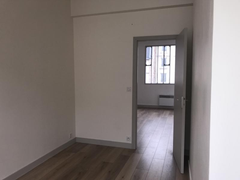 Location appartement Paris 10ème 1 625€ CC - Photo 3