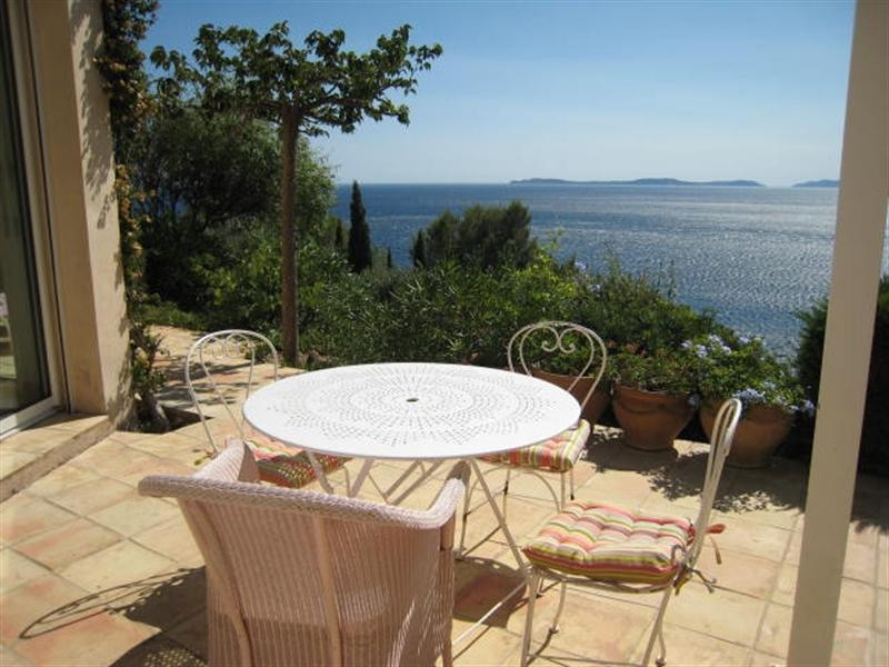Vacation rental house / villa Cavalaire sur mer 2 800€ - Picture 8