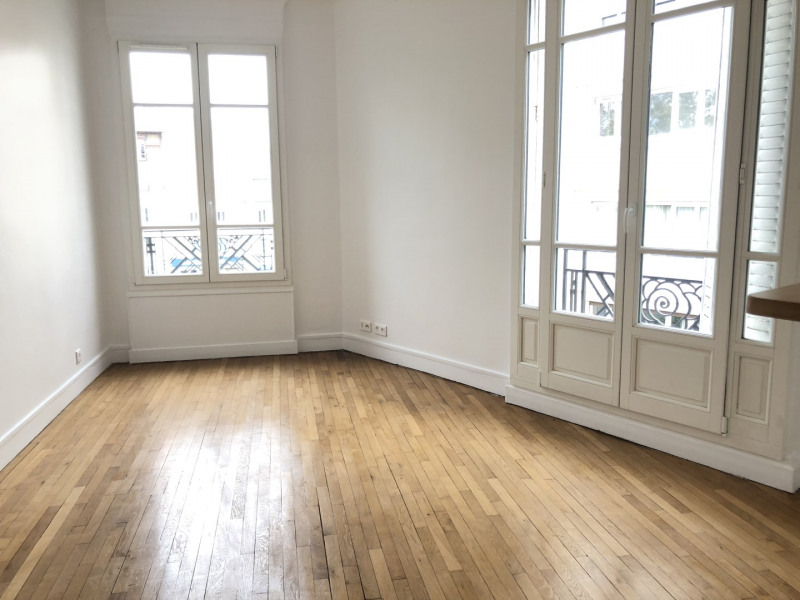 Rental apartment Puteaux 1216€ CC - Picture 1