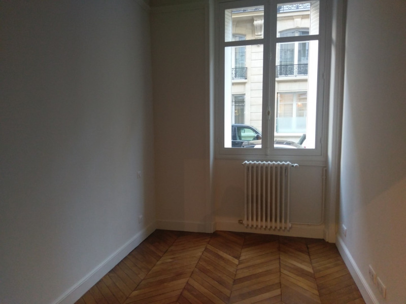 Location appartement Paris 7ème 3 950€ CC - Photo 7