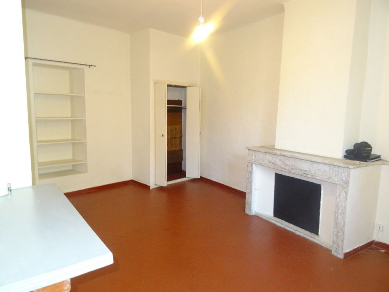 Lambesc à louer studio de 30 m² en rez-de-chaussée
