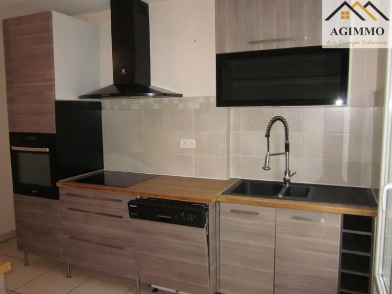 Rental apartment L isle jourdain 750€ CC - Picture 2