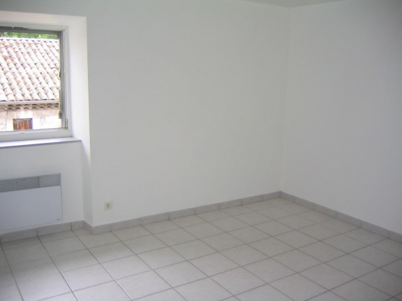 Location appartement Ruoms 550€ CC - Photo 3