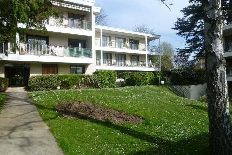 Rental apartment Garches 555€ CC - Picture 1