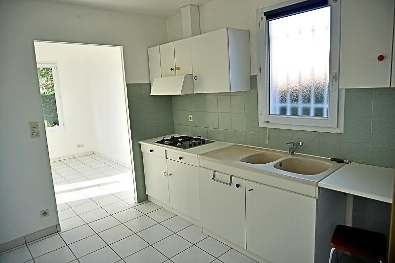 Rental house / villa L'isle jourdain 949€ CC - Picture 5