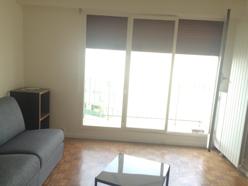 Location appartement Paris 15ème 1 180€ CC - Photo 2
