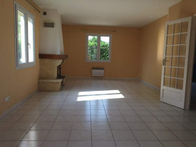 Location maison / villa Cintray 860€ CC - Photo 2