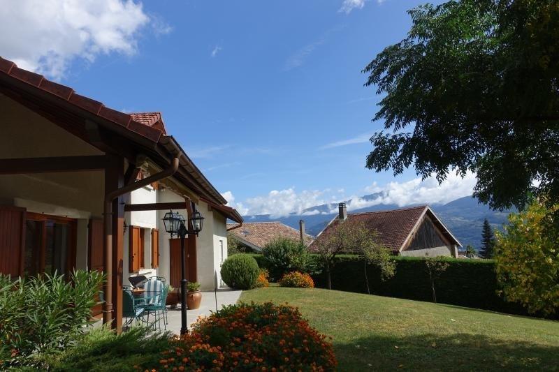 Deluxe sale house / villa St ismier 695000€ - Picture 1