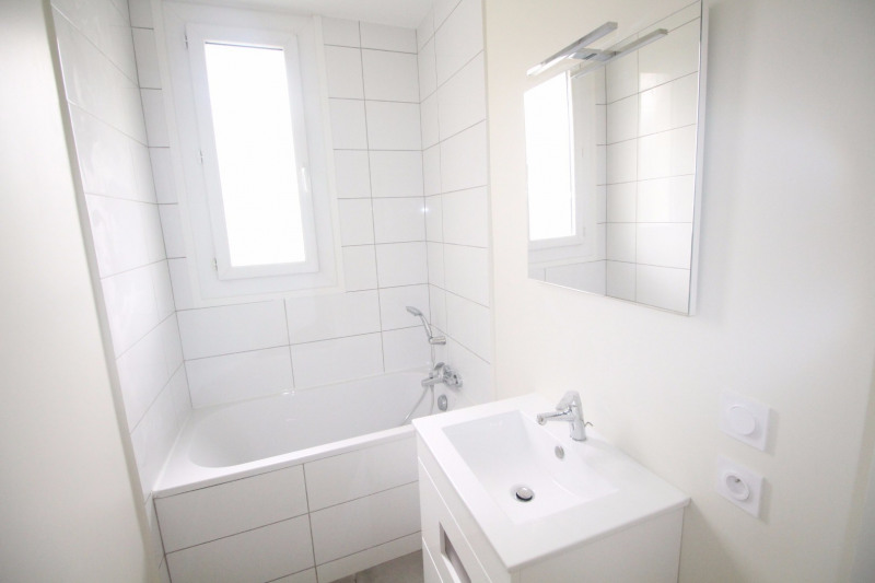 Location appartement Fontaine 660€ CC - Photo 11