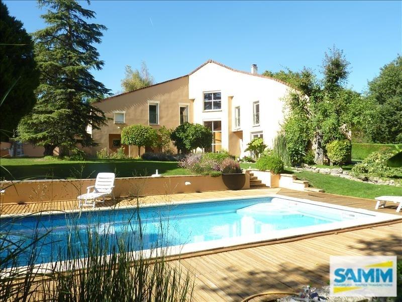 Deluxe sale house / villa Echarcon 680000€ - Picture 1