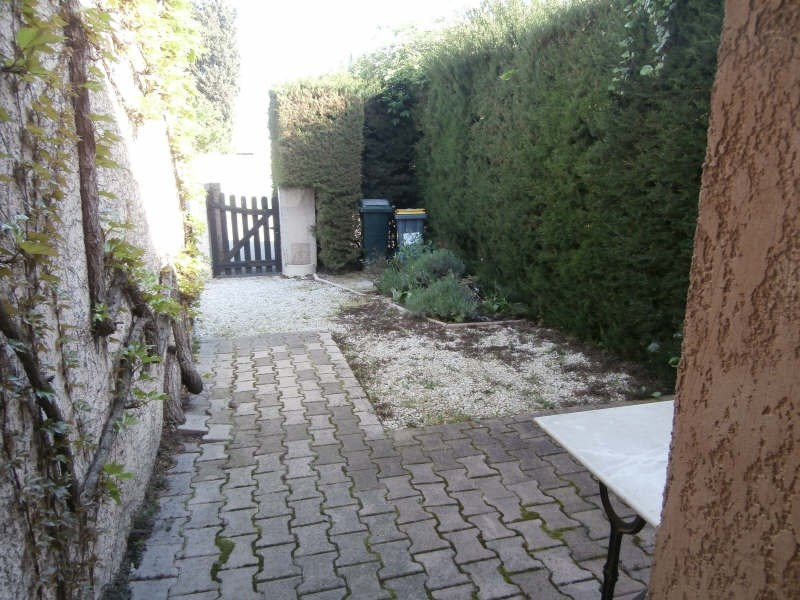 Location maison / villa Salon de provence 975€ CC - Photo 3