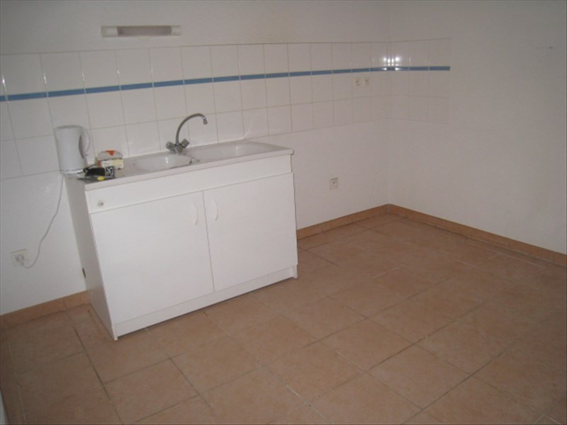 Location maison / villa Berriac 641€ CC - Photo 2