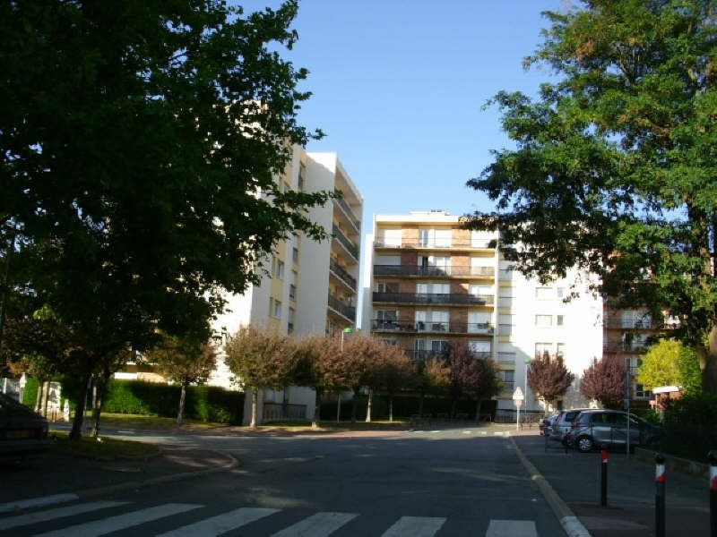 Rental apartment Maurepas 616€ CC - Picture 4