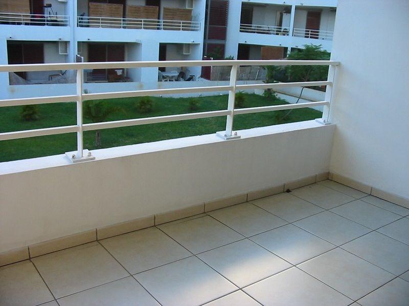 Location appartement St denis 382€ CC - Photo 2