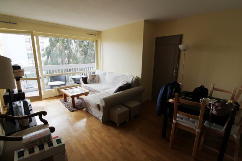 Rental apartment Elancourt 1053€ CC - Picture 1