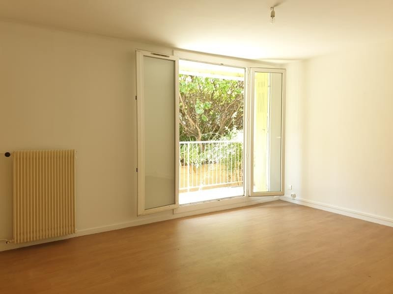 Rental apartment Aix en provence 895€ CC - Picture 2