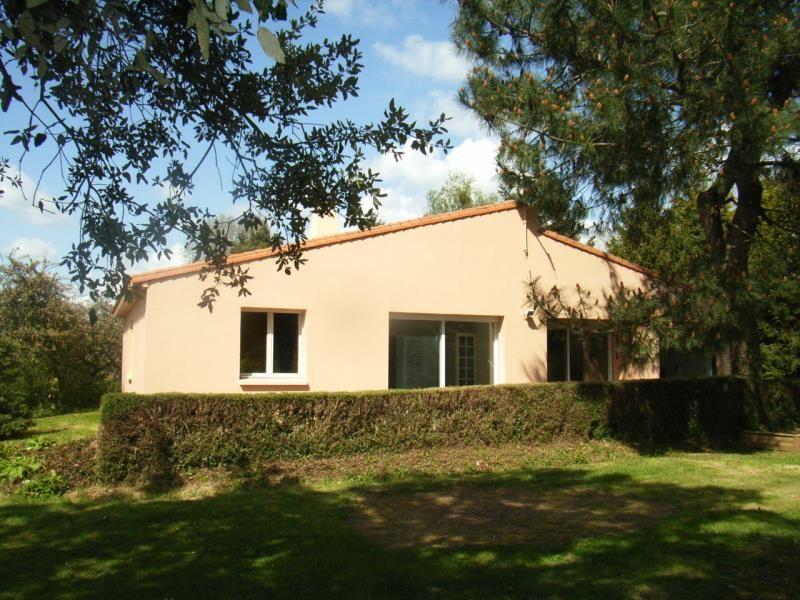Location maison / villa La roche sur yon 780€ CC - Photo 1