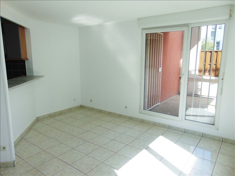 Rental apartment La plaine st denis 1070€ CC - Picture 2