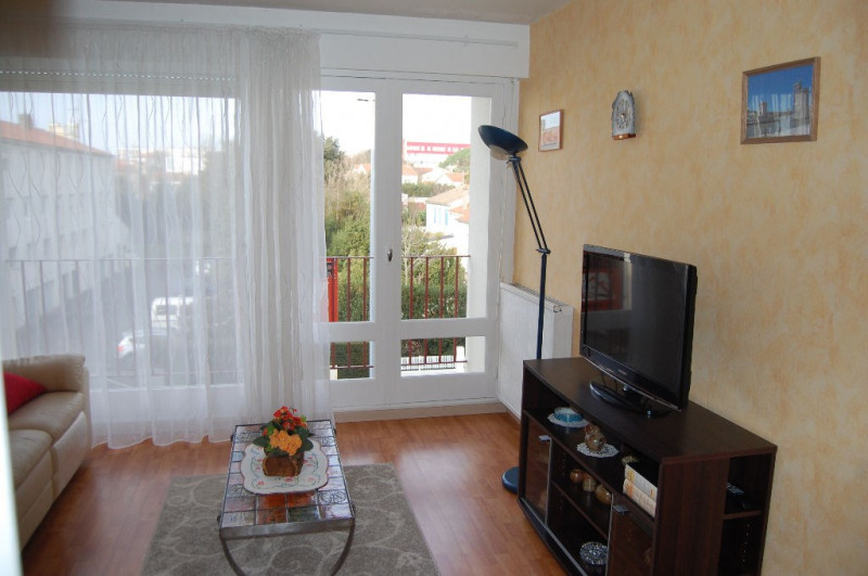 Sale apartment La rochelle 107000€ - Picture 1