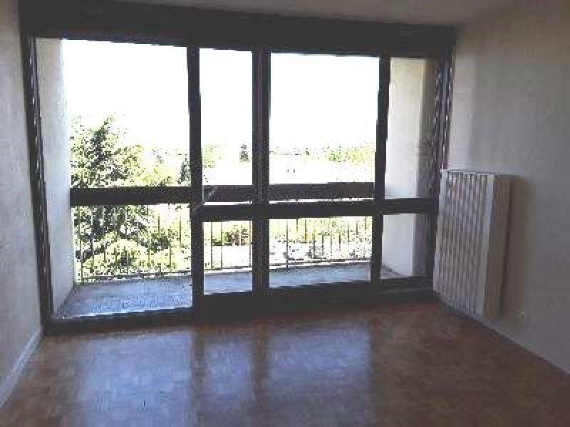 Rental apartment Saint genis laval 764€ CC - Picture 2