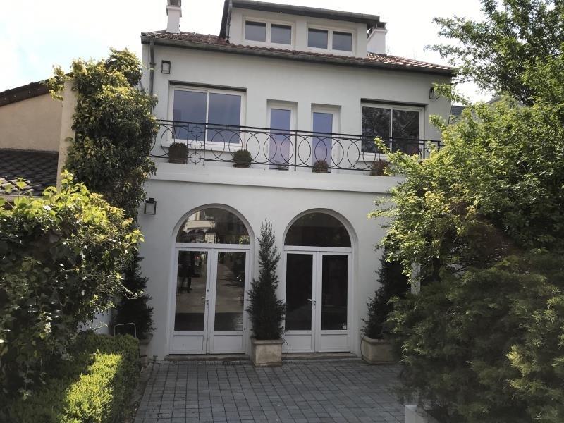 Deluxe sale house / villa Suresnes 1330000€ - Picture 1