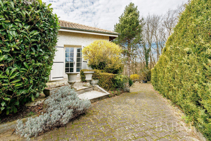 Deluxe sale house / villa Francheville 595000€ - Picture 1