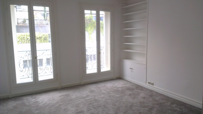 Location appartement Paris 17ème 5 690€ CC - Photo 9