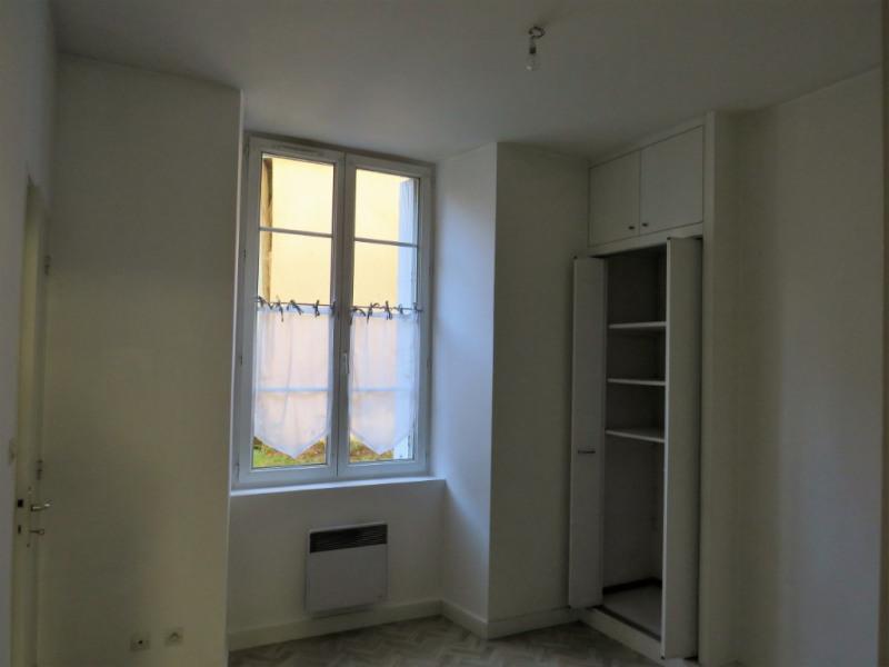 Location appartement Cosse le vivien 270€ CC - Photo 2