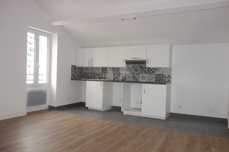 Locação apartamento Toulon 572€ CC - Fotografia 1
