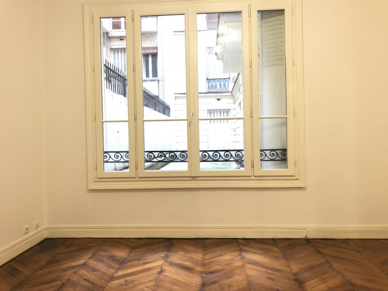 Location appartement Paris 16ème 1 951€ CC - Photo 2