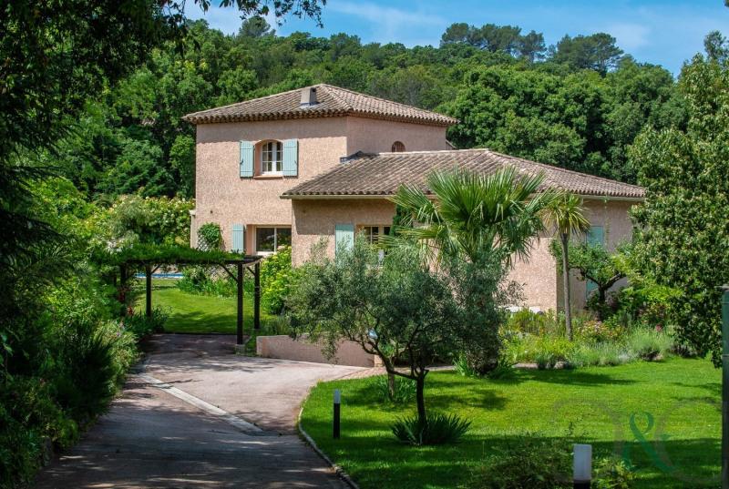 Villa à vendre sur terrain de 2500 m² avec piscine
