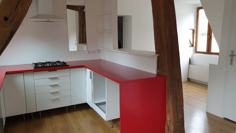 Rental apartment Montfort-l'amaury 870€ CC - Picture 2