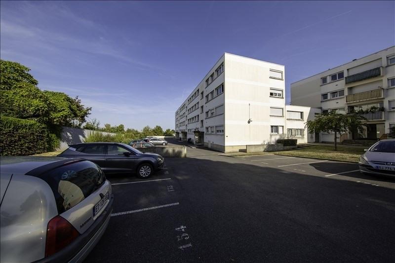 Sale apartment Villeneuve le roi 156000€ - Picture 1