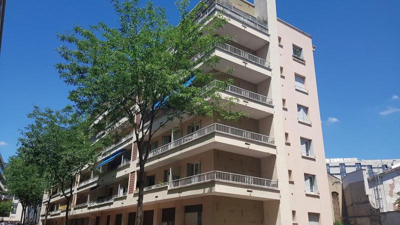 Sale apartment Lyon 7ème 300000€ - Picture 2