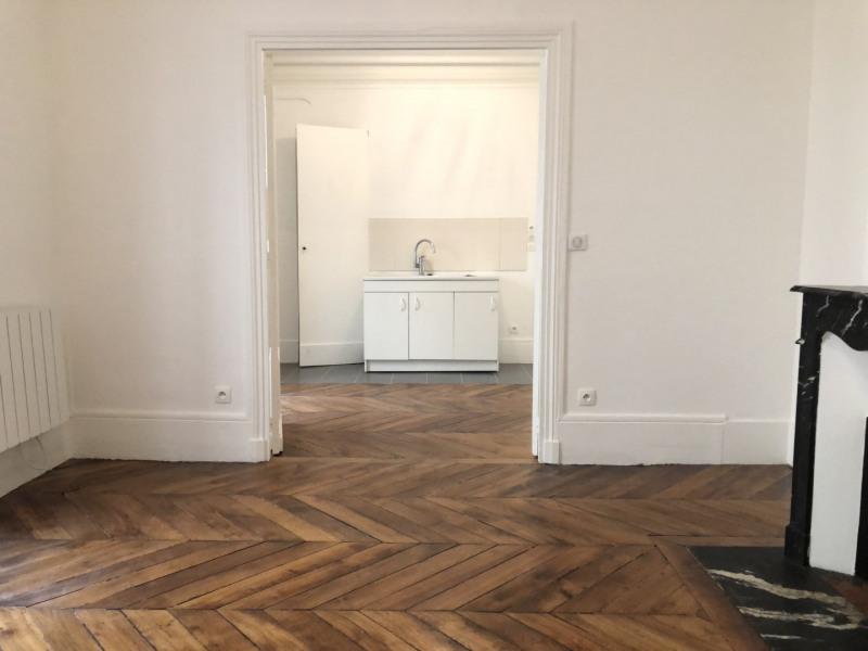 Rental apartment Paris 9ème 1242€ CC - Picture 2