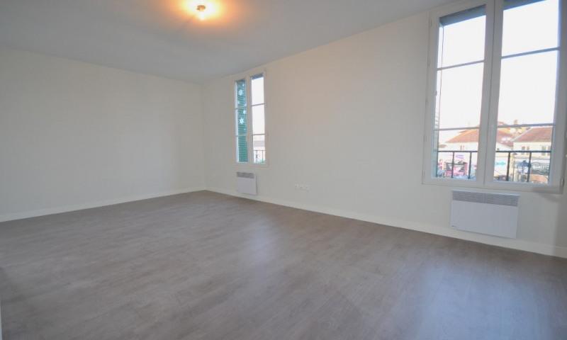 Rental apartment Les clayes sous bois 950€ CC - Picture 1