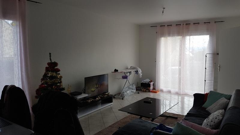 Location maison / villa Louverne 660€ CC - Photo 3