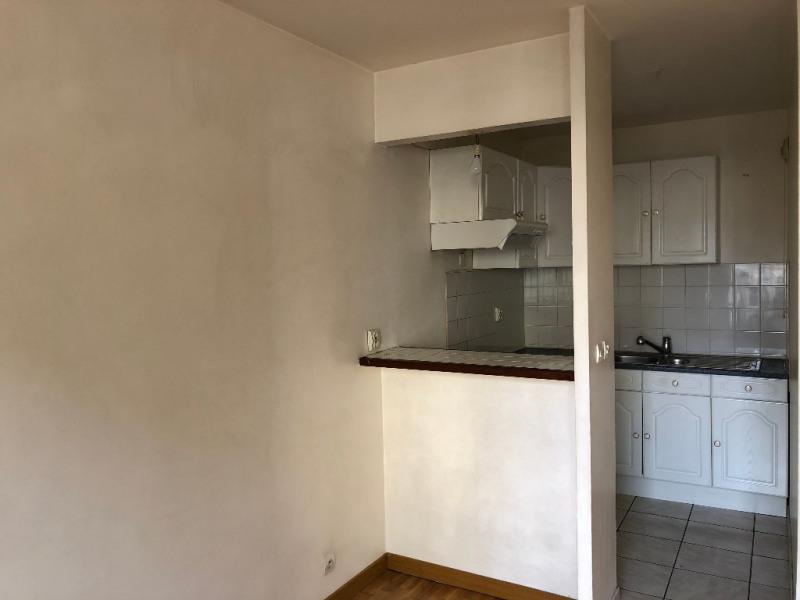 Rental apartment Carrieres sous poissy 810€ CC - Picture 2